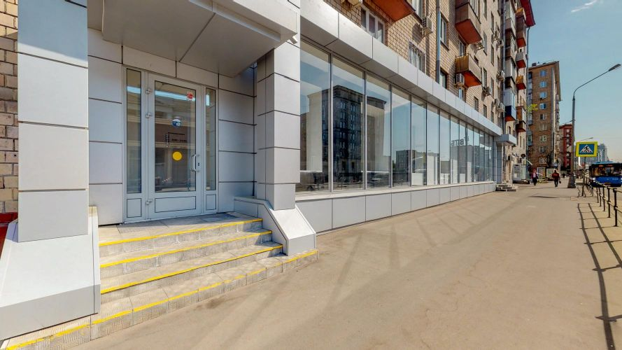 Продажа торгового помещения в жилом доме в Москве