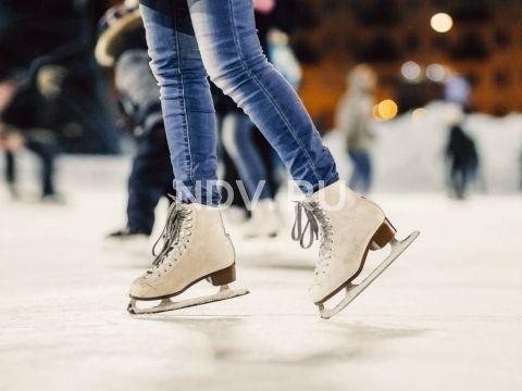 Аллея влюбленных, звезды хоккея и неоновые шнурки