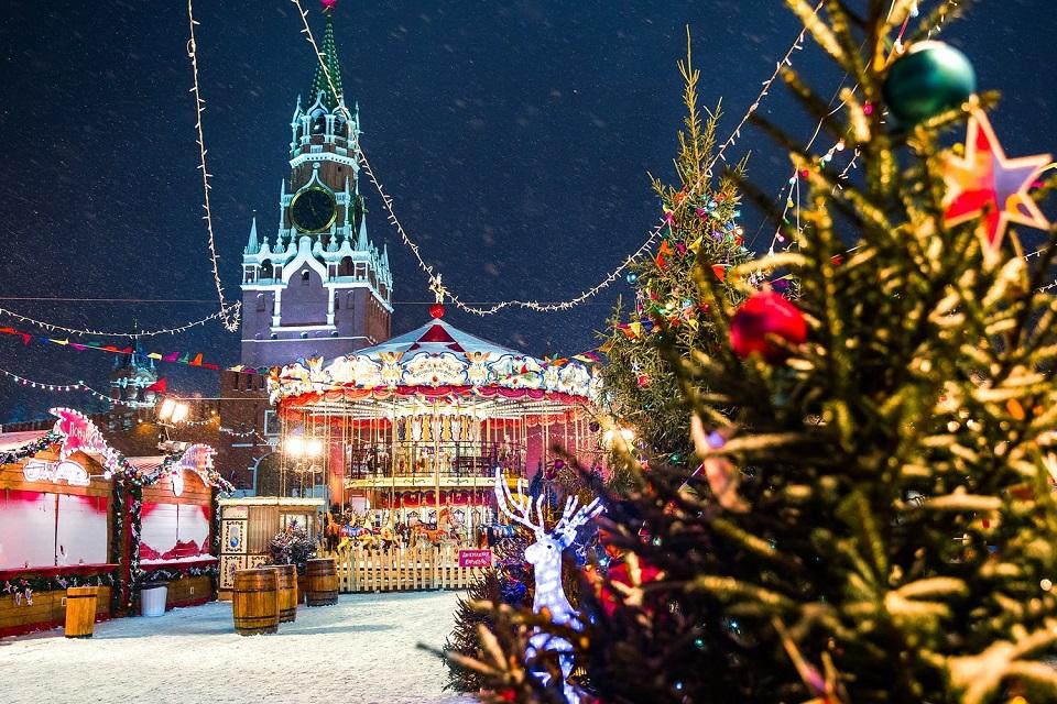 Фаршированный поросенок, мастер-классы и ледовое шоу. Главные площадки фестиваля «Путешествие в Рождество»