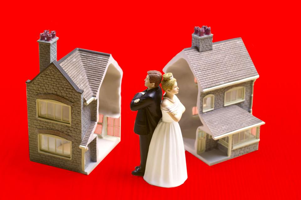 Наследство, раздел имущества и незаконные постройки