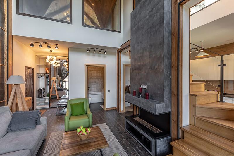 Наличие двухуровневых квартир и квартир с террасами и каминами