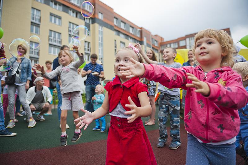 Два детских сада и школа